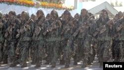 伊朗军队在接受检阅。