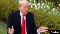"""""""Lo que dije es que no quiero que la solución sea peor que el problema (...). Puedes destruir un país de esta manera, cerrándolo"""", dijo Trump durante un foro virtual organizado por la cadena Fox News, el 24 de marzo de 2020."""