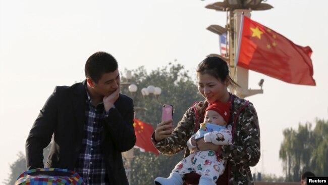 中国两会代表敦促全面放开计划生育