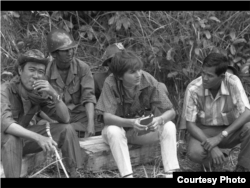 Kate Webb with soldier and her driver when she was on the field. (Sylvana Foa/Documentation Center of Cambodia)