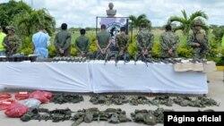 El gobierno de Colombia presentó a un grupo de guerrilleros de las FARC detenidos en Arauca.
