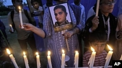 2012年5月3日巴基斯坦媒體工作者燭光悼念殉職同僚。