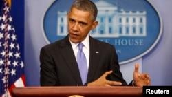 미국의 바락 오바마 대통령이 14일 백악관에서 새 건강보험에 관한 기자회견을 갖고 있다.