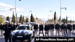 Crnogorska policija raspoređena u blizini zgrade parlamenta u Podgorici