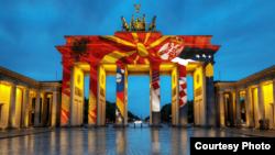 Brandenburška kapija u bojama Balkana, foto: BIRN