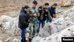 12月29日黎巴嫩軍隊檢視由黎巴嫩打到以色列的火箭彈殼該處是黎巴嫩與以色列邊境500米之地。