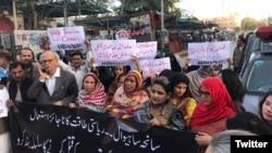 ساہیوال میں پولیس فائرنگ سے چار افراد کی ہلاکتوں کے خلاف احتجاجی مظاہرہ۔