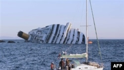 На месте крушения круизного лайнера Costa Concordia. 15 января 2012 г.