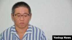 조선신보는 12일 북한에서 억류된 한국계 미국인 케네스 배 씨가 건강이 악화돼 지난 5일부터 외국인 전용병원인 평양친선병원에 입원해 있다며 배 씨의 사진과 인터뷰 영상을 공개했다.