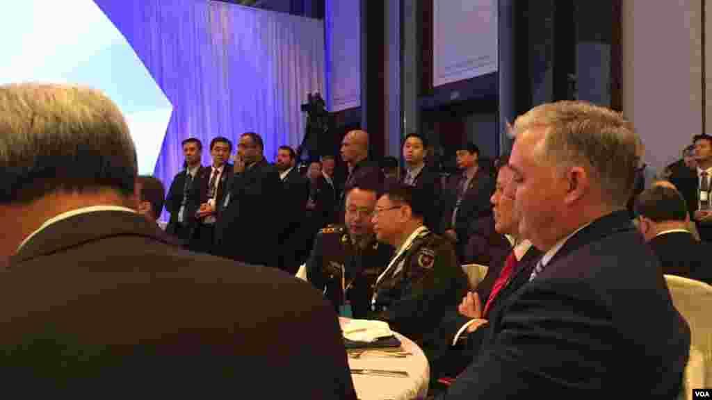 中国军方官员参加香格里拉对话会开幕式晚宴(美国之音黎堡拍摄)