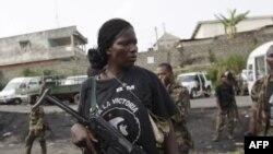 Вооруженная сторонница президента Уаттара.