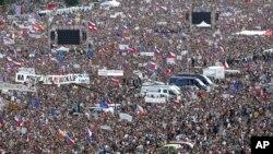 체코 수도 프라하에서 시민들이 안드레이 바비스 총리의 사임을 요구하고 있다.