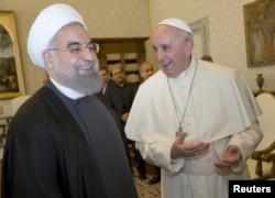 Iran President Hassan Rouhani (L) smiles with Pope Francis at the Vatican Jan. 26, 2016.