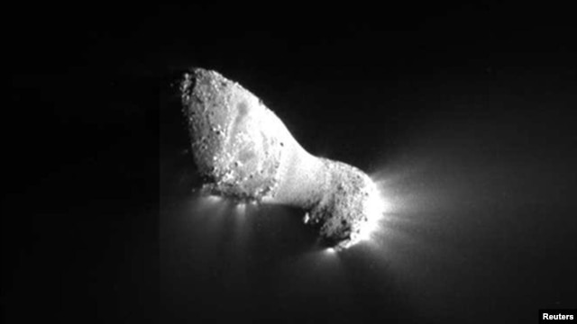 This view of comet Hartley 2 was taken by NASA's EPOXI mission during its flyby of the comet and was captured by the spacecraft's Medium-Resolution Instrument, November 4, 2010.