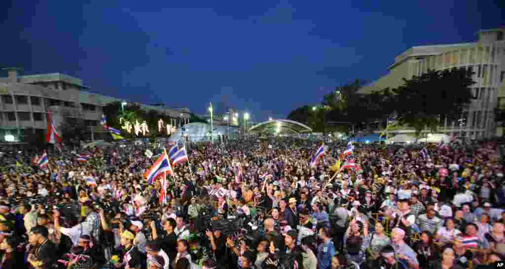 Protesters stage an anti-government rally in Bangkok, Nov. 24, 2013.