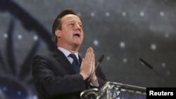 El primer ministro británico David Cameron pidió al público mantenerse en alerta y convocó a una reunión de gabinete para revisar el nivel de alerta.