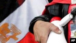 Selon une source proche du dossier, le corps du jeune homme, retrouvé mort au Caire, portait des traces de sévices et son visage était couvert de bleus.