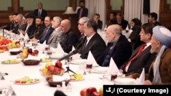 در دیدار آقای خلیلزاد با مقامات افغان، شمار زیادی از رهبران سیاسی افغانستان حضور داشتند