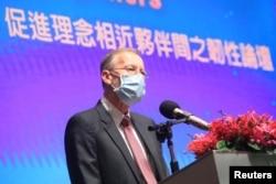 美国在台协会处处长郦英杰在台北一个重组供应链论坛上讲话。(2020年9月4日)
