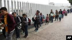 Të miturit në kufirin SHBA-Meksikë
