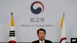 Perunding Seoul Jeong Eun-bo di kantor Kementerian Luar Negeri Korea Selatan di Seoul, 19 November 2019.