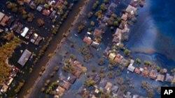Vue aérienne d'un quartier englouti par les eaux en 2005