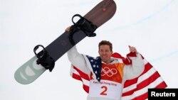 Shaun White celebra el oro en el halfpipe del snowboarding en los Juegos Olímpicos de PyongChang.