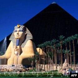 Las Vegas ko'ngilochar bizneslari, xususan kazino va mehmonxonalari bilan tanilgan. Lekin Nevada shtati ko'p jihatdan qashshoq.