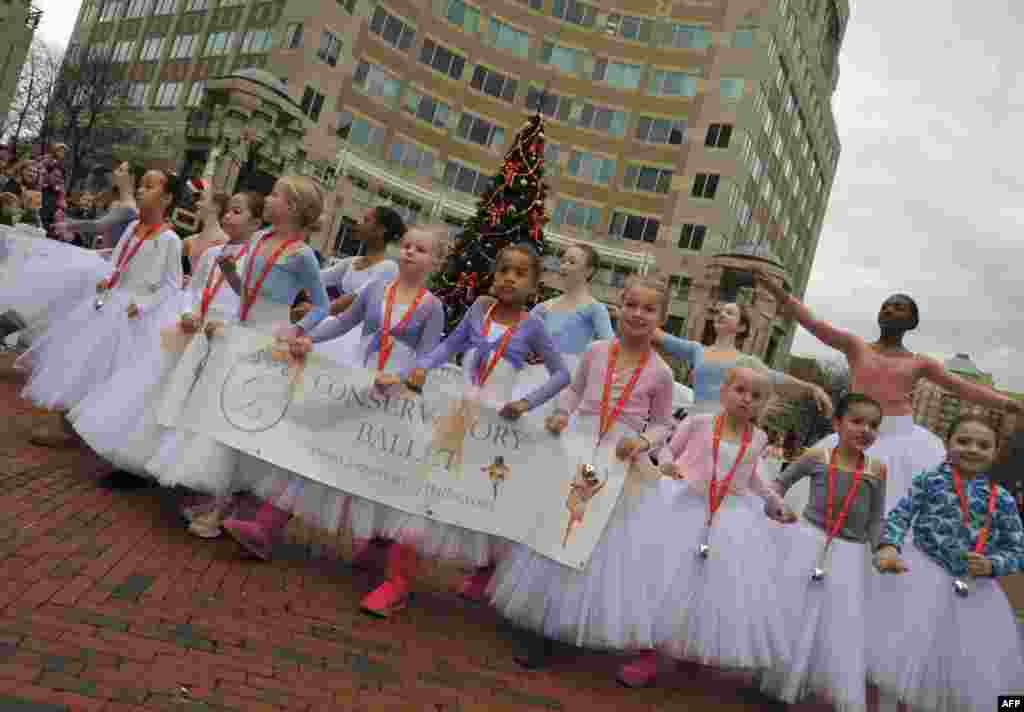 Близится Рождество – пора парадов