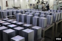 制造太阳能板的原材料矽(美国之音易林拍摄)