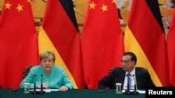 德国总理默克尔与中国总理李克强在北京人大会堂出席记者会。(2019年9月6日)