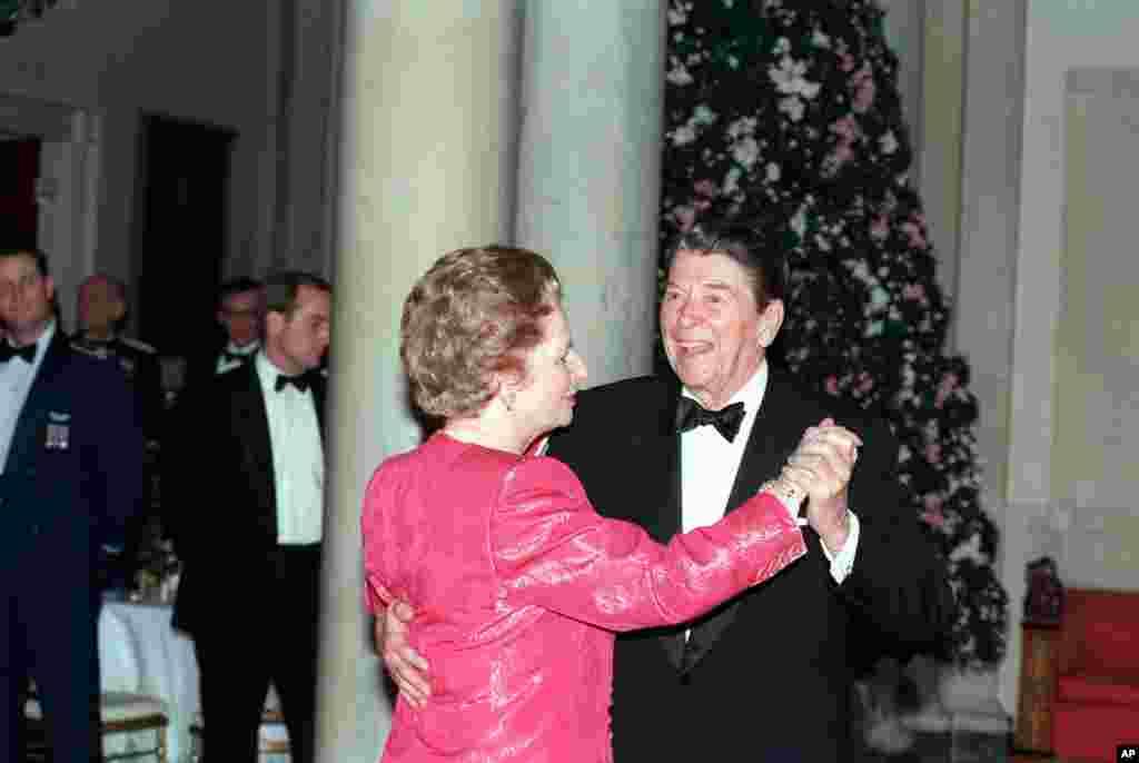 امروز در تاریخ: سال ۱۹۸۸، رقص رونالد ریگان، چهلمین رئیس جمهوری آمریکا، با مارگارت تاچر در آخرین ضیافت شام رسمی کاخ سفید در دوران ریاست جمهوری ریگان