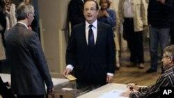 فرانسوا اولاند، رای خود را در شهر تول به صندوق انداخت.