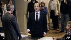 Tổng thống Pháp Francois Hollande đi bỏ phiếu trong cuộc bầu cử Quốc hội ở Tulle, ngày 10/6/2012