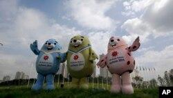 Maskot resmi Asian Games 2014 di Incheon, Korea Selatan, dari kiri ke kanan, Barame, Vichuon dan Chumuro (26/8).