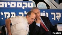 Министр обороны Израиля Моше Ялон и премьер-министр Израиля Биньямин Нетаньяху (архивное фото)