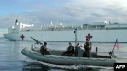 "Архив: ""Котики"" охраняют госпитальное судно"