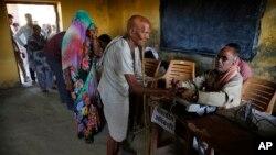 آرشیو - یکی از حوزه های رای گیری انتخابات پارلمانی هند