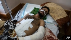 Ghassan Al-masri, 22, odmara se u bolnici Shifa u gradu Gazi, u četvrtak, 13. svibnja 2021. godine, gdje je na liječenju od rana izazvanih izraelskim napadom koji je pogodio njegovu obiteljsku kuću u gradu Beit Hanoun.