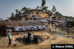 ជំរំ Balu Kali ស្ថិតក្នុងស្រុក Cox's Bazar ប្រទេសបង់ក្លាដែស។ ស្រុកនេះនៅ តាមព្រំដែនប្រទេសមីយ៉ាន់ម៉ានិងជាទឹកដីនៃជនរ៉ូហ៊ីងយ៉ាប្រមាណ៧ម៉ឺននាក់ដែលបានភៀសខ្លួនមកប្រទេសបង់ក្លាដែស កាលពីពេលថ្មីៗនេះ។