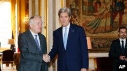 John Kerry et Jean-Marc Ayrault, le 13 mars 2016 à Paris. (Gonzalo Fuentes/Pool Photo via AP)