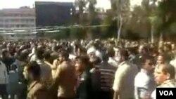 Foto yang dikirim seorang demonstran ke kantor berita AFP, menunjukkan aksi protes yang berlangsung di Dara'a, Jumat (18/3).