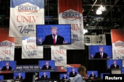 Media members listen to the third and final 2016 presidential campaign debate between Republican U.S. presidential nominee Donald Trump and Democratic U.S. presidential nominee Hillary Clinton at UNLV in Las Vegas, Nevada, Oct.19, 2016.