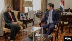 La alta comisionada adjunta para la ACNUR, Kelly T. Clements, se reunió en San José con el presidente de Costa Rica, Carlos Alvarado. Foto: Armando Gómez/ VOA.