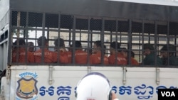 FILE: Prisoners sit in a prison truck at Phnom Penh Municipal Court in Phnom Penh, Cambodia, March 23, 2017. (Hean Socheata/VOA Khmer)