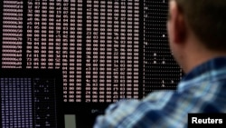 An analyst looks at code in the malware lab of a cyber security defense lab at the Idaho National Laboratory in Idaho Falls, Idaho September 29, 2011. REUTERS/Jim Urquhart (UNITED STATES - Tags: BUSINESS LOGO CRIME LAW MILITARY POLITICS SCIENCE TECHNOLOGY