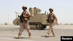 Anggota pasukan Uni Emirat Arab melakukan penjagaan di bandara kota Aden, Yaman selatan (foto: dok).