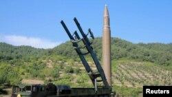 آرشیف: کوریای شمالی در اوایل ماه جولای نیز برای اولین بار میزایل بالستیک قاره پیمای خود را موفقانه آزمایش کرد