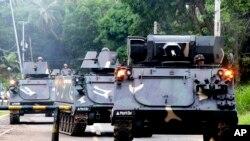 រថក្រោះទៅដល់ជំរំយោធាដើម្បីជួយដល់ទាហានរដ្ឋាភិបាលដែលកំពុងប្រយុទ្ធជាមួយនឹងយុទ្ធជនរដ្ឋឥស្លាម នៅក្នុងក្រុង Marawi កាលពីថ្ងៃទី៣១ ខែឧសភា ឆ្នាំ២០១៧។