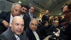 مسعود میرکاظمی، وزیر نفت ایران پیش از آغاز نشست اوپک در وین با خبرنگاران گفتگو می کند. ۱۴ اکتبر ۲۰۱۰